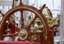 Steuerrad-und-Kompass